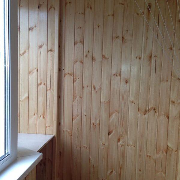 Отделка балкона деревянной вагонкой - фото работ мираклим.