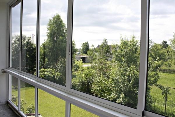 Балкон застекленный алюминиевым профилем